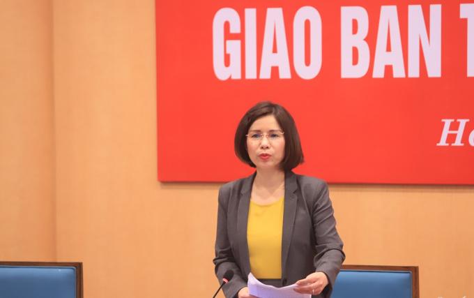 Giám đốc Sở Y tế Trần Thị Nhị Hà báo cáo tại phiên họp.