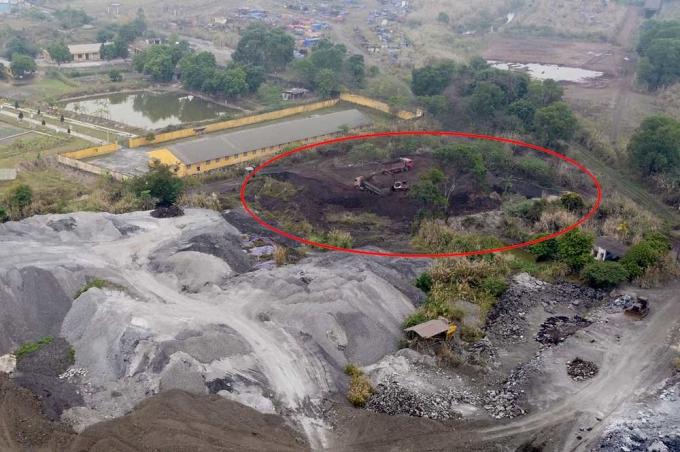 Bãi chất thải hàng nghìn tấn bụi lò không được che chắn tại Công ty CP Gang thép Thái Nguyên