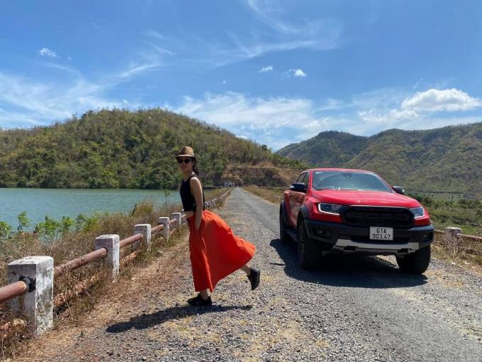 Xe lái địa hình với phụ nữ còn phải… đẹp, phong cách