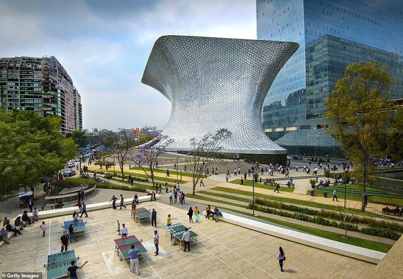 Bảo tàng Museo Soumaya ở Mexico cũng nằm trong những kỳ quan được Daily Mail khuyến khích đến trải nghiệm nếu có điều kiện.