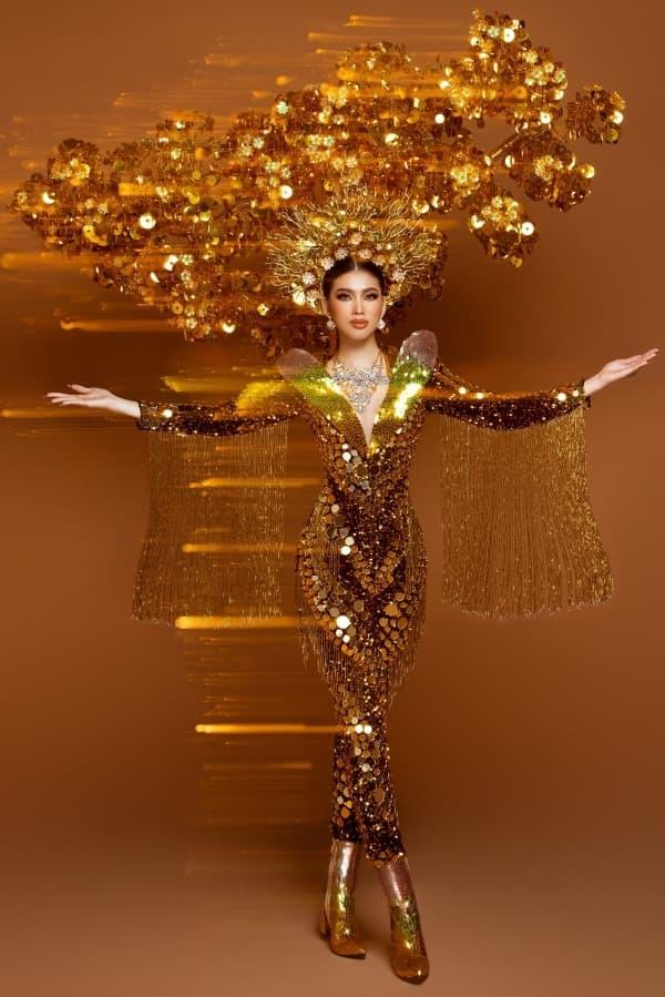 Á hậu Ngọc Thảo tung ảnh bộ quốc phục