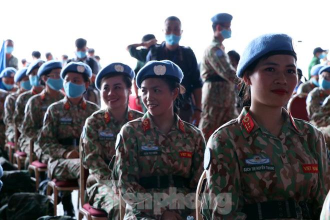 Với nụ cười rạng rỡ trên môi, các nữ chiến sĩ cho biết, họ quyết tâm hoàn thành tốt nhất những nhiệm vụ được giao.