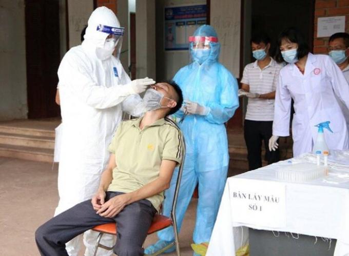 Đã tìm được 142 người đi cùng chuyến bay với 2 ca nhiễm Covid-19 nhập cảnh trái phép