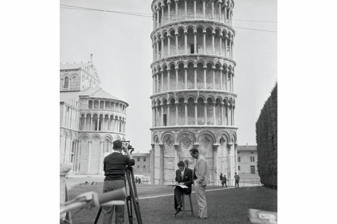 Tháp nghiêng Pisa (Florence, Italy). Trong lịch sử, Italy đã trải qua nhiều trận động đất, địa chấn có sức tàn phá lớn. Công trình tháp nghiêng Pisa này vẫn sừng sững theo thời gian sau 4 trận động đất từ thế kỷ 13.
