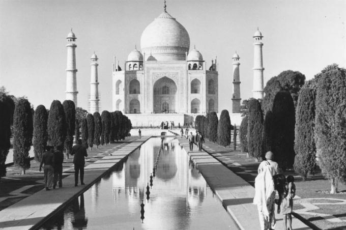 Đền Taj Mahal (Agra, Ấn Độ).Đền Taj Mahal được hoàng đế Mughal Shah Jahan xây dựng vào năm 1632 để tưởng niệm vợ ông