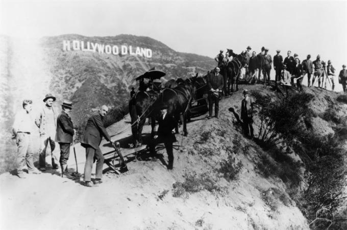 Bảng hiệu Hollywood từng được ghi là