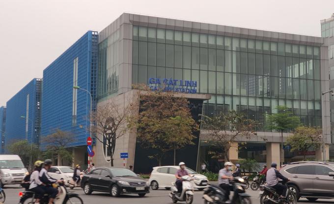 Hành khách bắt đầu tham quan tuyến từ Ga Cát Linh.
