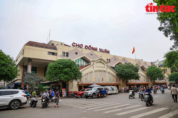 Trước đó, vào cuối năm 2020, các tiểu thương chợ Đồng Xuân đã xin giảm thuế do ảnh hưởng của dịch COVID-19.