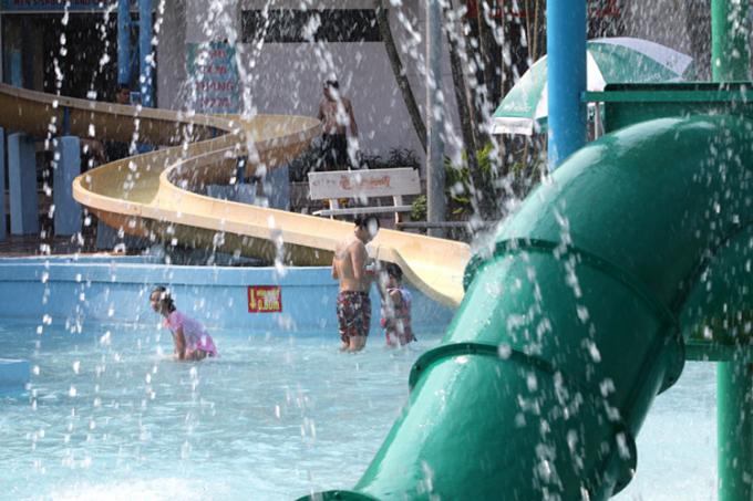 Nắng nóng xảy ra ở nhiều khu vực trên cả nước.