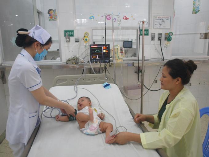 Bác sĩ khuyến cáo những sai lầm khi chăm sóc trẻ bị tay chân miệng