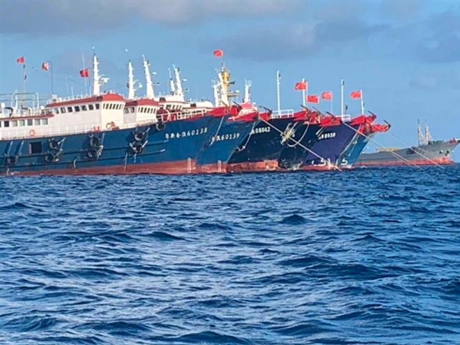 Tàu Trung Quốc xuất hiện ở đá Ba Đầu. (Ảnh: Reuters)