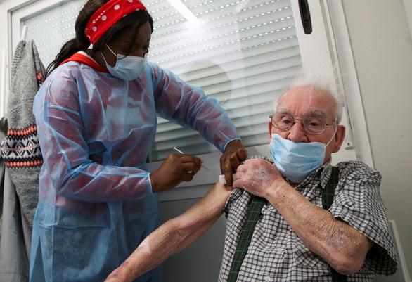 Chưa xác định mối liên hệ giữa chứng đông máu và vắc xin AstraZeneca