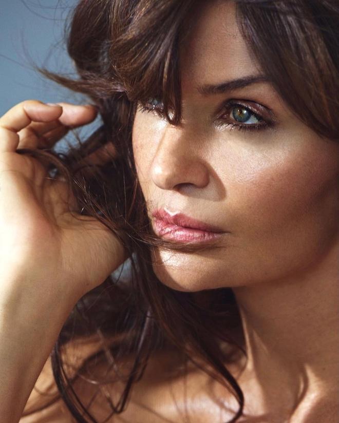 Bí quyết làm đẹp và duy trì vóc dáng nuột nà của cựu siêu mẫu Helena Christensen ở tuổi 53
