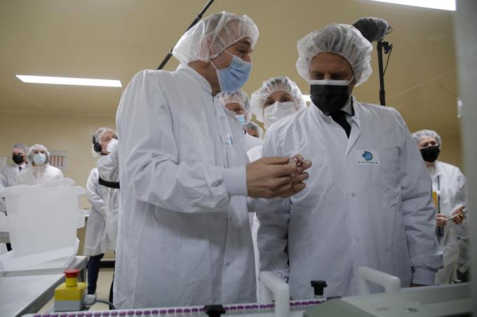 Pháp đề xuất trộn vắc xin Covid-19 để hạn chế mối lo ngại về đông máu