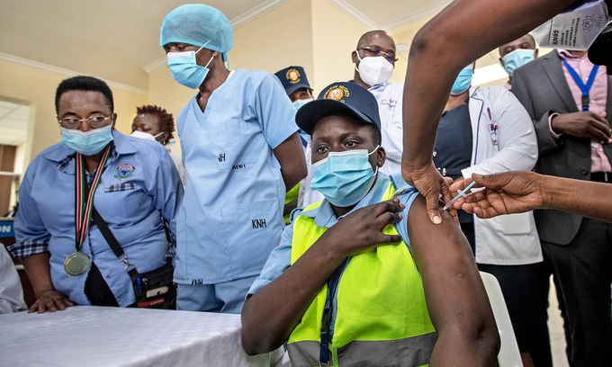 Khoảng cách về tiêm chủng vaccine giữa các nước giàu và nghèo ngày càng lớn