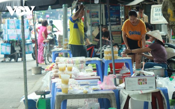 Ngày Tết Hàn thực (mùng 3/3 Âm lịch) đang cận kề, những ngày này, thị trường bánh trôi, bánh chay và nguyên liệu làm bánh khá sôi động.