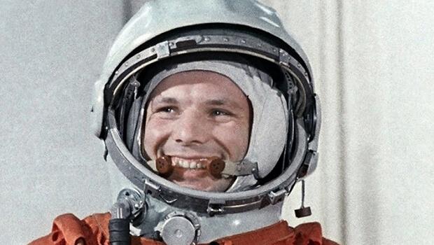 Nhà du hành Yuri Gagarin trở thành người đầu tiên bay vào không gian. Ảnh: history.com
