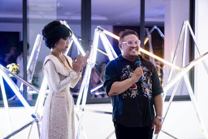 Giám đốc Sáng tạo Bảo Hoài Nam và MC Trác Thuý Miêu tại buổi ra mắt triển lãm