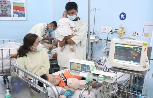 Bác sĩ cảnh báo nguy hiểm biến chứng huyết áp cao ở trẻ bị bệnh tay chân miệng