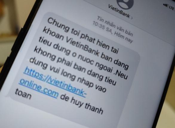 Nhiều khách hàng nhận được tin nhắn giả mạo danh ngân hàng