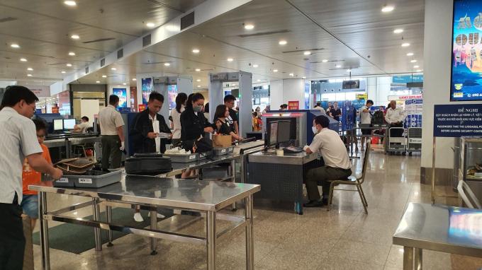 Khu vực an ninh soi chiếu tại sân bay Tân Sơn Nhất.