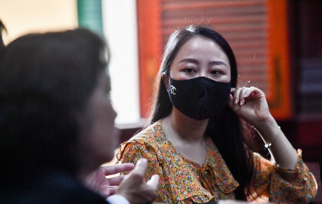 Chị Nguyễn Thị Bích Hường tại tòa ngày 9/4. Ảnh: Duy Hiệu.