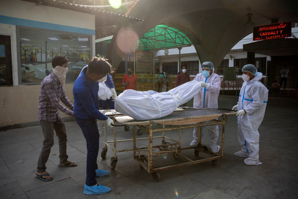 Ấn Độ ghi nhận số ca mắc mới và số người chết kỷ lục vì COVID-19