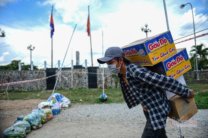 Các mặt hàng chủ yếu được người dân Việt Nam mang sang Campuchia.