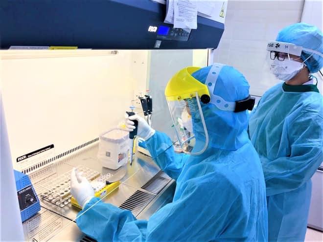 COVID-19 phát sinh hàng ngàn biến thể, Bộ Y tế ra hướng dẫn mới về chẩn đoán và điều trị