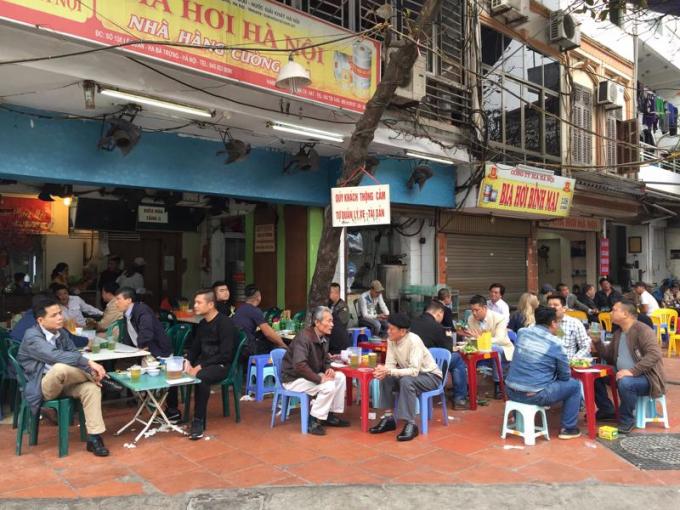 Hà Nội yêu cầu tạm dừng hoạt động các nhà hàng bia, quán bia để phòng dịch