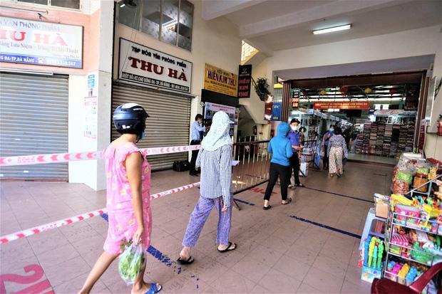 Đà Nẵng: Người dân đi chợ bằng thẻ QR-Code