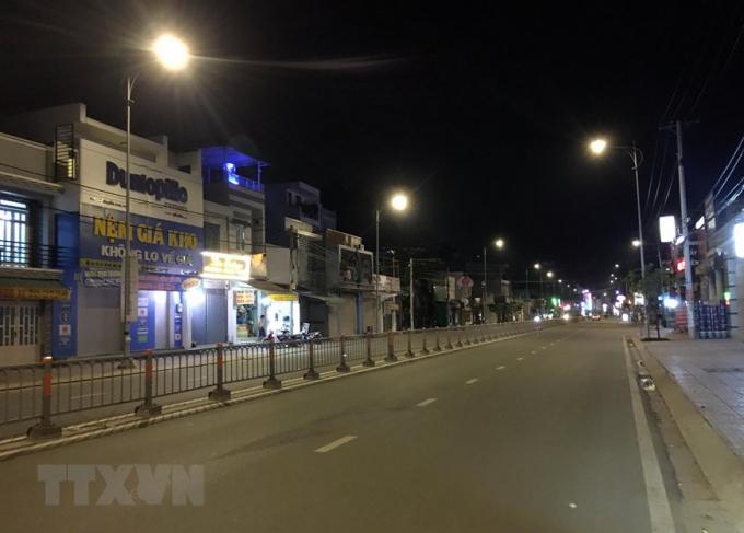 Đường Quang Trung, tuyến đường sầm uất của quận Gò Vấp, khá ít phương tiện giao thông trước giờ giãn cách xã hội. (Ảnh: Tiến Lực/TTXVN)