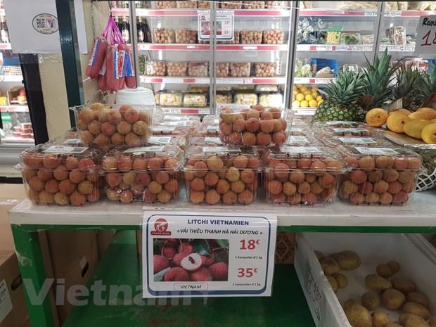 Vải thiểu Thanh Hà được bán với giá 18 euro/kg tại siêu thị Thanh Bình Jeune, thủ đô Paris.(Nguồn: Linh Hương/Vietnam+)
