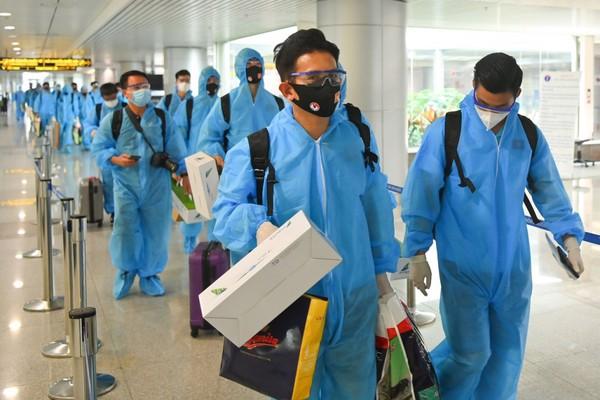 Vì sao đội tuyển Việt Nam khi về nước chỉ cần cách ly 7 ngày?