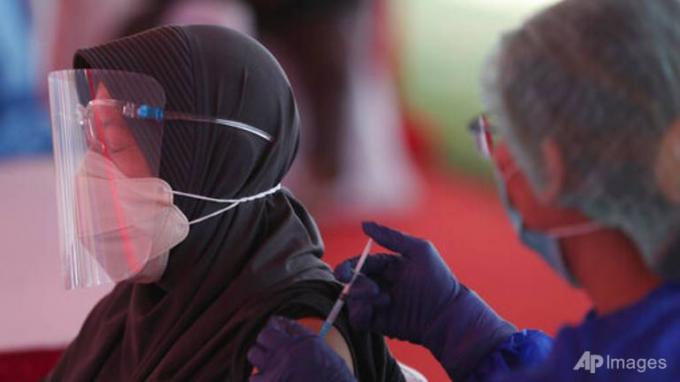 Hàng trăm bác sĩ và nhân viên y tế Indonesia bị nhiễm COVID-19 dù đã được tiêm ngừa