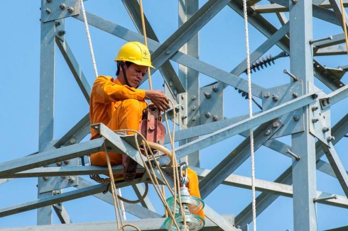 Hóa đơn tiền điện tăng vọt trong tháng 5-6 vì nắng nóng