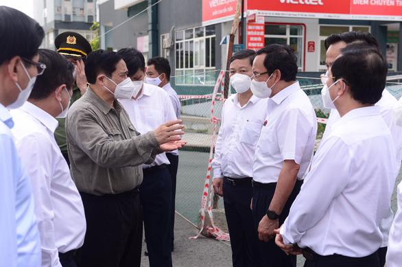 Sau khi Thủ tướng Phạm Minh Chính yêu cầu chuyển ngay test nhanh vào TP.HCM, chiều nay 26-6, 80.000 test nhanh sẽ được gửi ngay vào thành phố - Ảnh: QUANG ĐỊNH