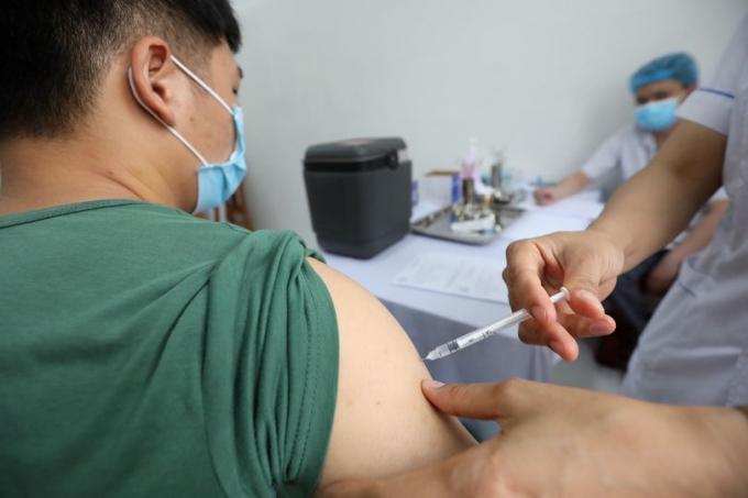 16 nhóm đối tượng được ưu tiên tiêm vắc xin ngừa COVID-19