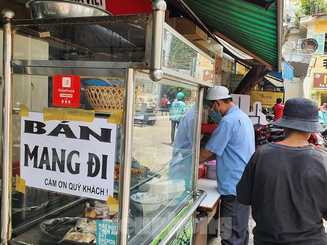 TP.HCM ra công văn khẩn sau khi cấm bán thức ăn mang về
