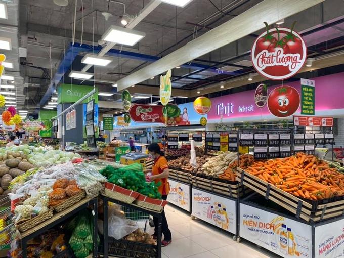 Lợi dụng giãn cách gom hàng siêu thị số lượng lớn đem ra ngoài bán hưởng lợi
