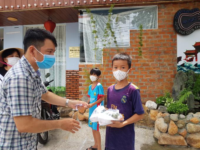 Bếp từ thiện ấm lòng hàng trăm người dân cơ nhỡ giữa lòng thành phố Nha Trang