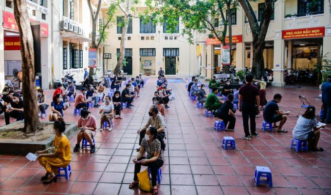 Hà Nội bắt đầu tiêm vắc-xin Covid-19 diện rộng cho người dân
