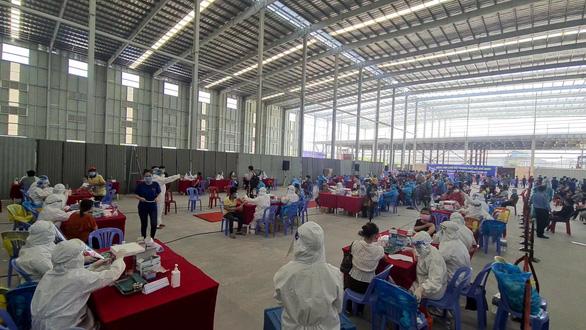 Bình Dương 'cầu cứu' Bộ Y tế vì thiếu vắc xin ngừa COVID-19