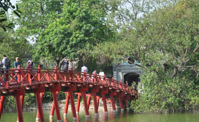 Cầu Thê Húc & Đền Ngọc Sơn nay (Ảnh: Sưu tầm)