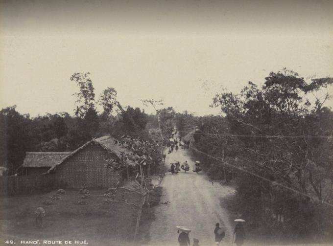 Phố Huế cuối thế kỷ 19 mang đậm chất của một con đường quê, khác xa với hình ảnh sầm uất, nhộn nhịp của ngày nay