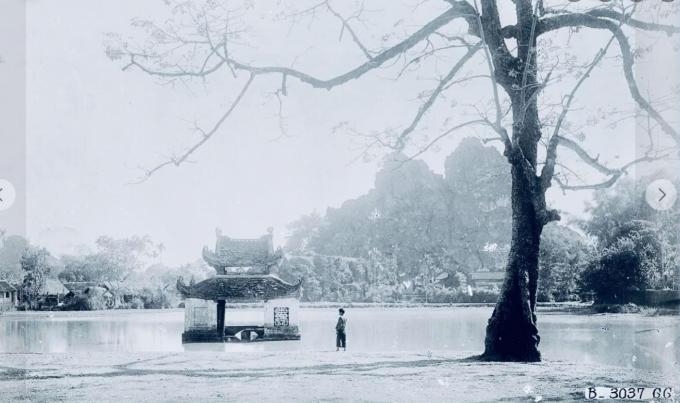 Thủy đình - chùa Thầy năm 1926. Chùa Thầy xưa thuộc địa phận tỉnh Sơn Tây, nay là huyện Quốc Oai, Hà Nội