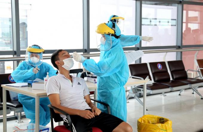 Hà Nội có hơn 200 người khai báo y tế có triệu chứng ho, sốt, chờ xét nghiệm COVID-19