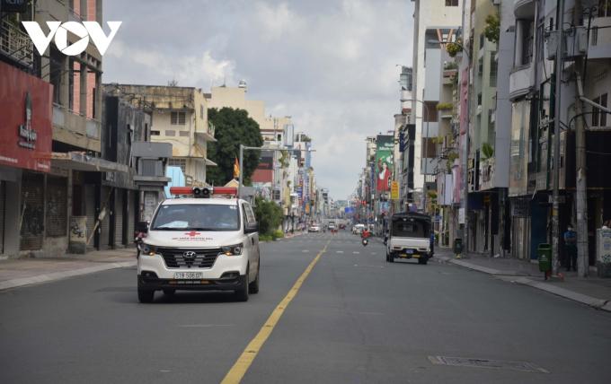 Các xe hoạt động ngoài đường chủ yếu là xe cấp cứu (Đường Hai Bà Trưng -Quận 3)