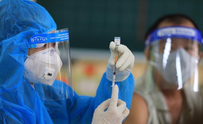 Tỷ lệ tiêm chủng của TPHCM và 3 tỉnh phía Nam đạt 65-77% vaccine được cấp