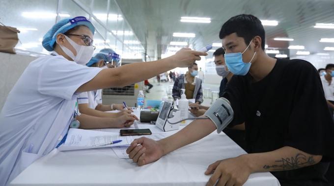 Sẽ bỏ công đoạn đo huyết áp trước tiêm vắc xin Covid-19